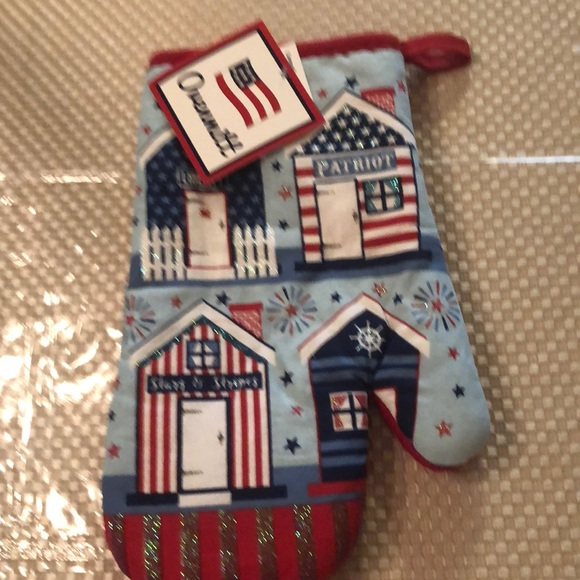 mainstay Other - Adorable bull stars and stripes oven mitt NWT